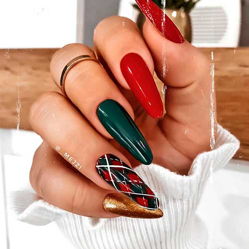 Cute red green gold Christmas nails 2020 with accent plaid nail for Christmas celebration 2020!